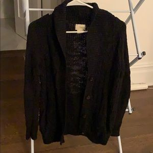 Black cableknit sweater perfect for fall!